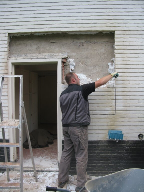 Nieuw kozijn met deur en draairaam