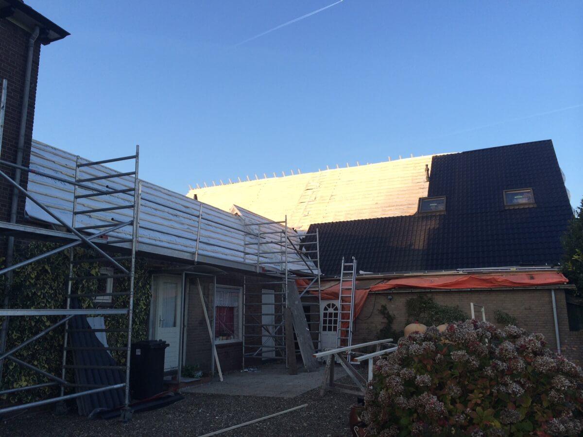 Bestaand dak van 540m2 vervangen voor nieuw dak aan de Veerdam te Pannerden
