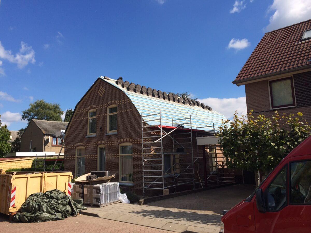 Bestaand dak van 140m2 vervangen voor nieuw dak van een woonhuis te Spijk
